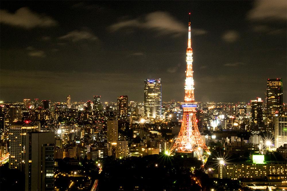 TEPCO の電力が東京の街を照らしている